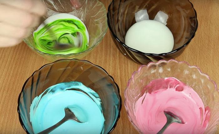раскрашиваем глазурь в разные цвета